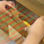子ども機織り体験